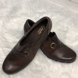Clarks bendables brown booties size 9 leather